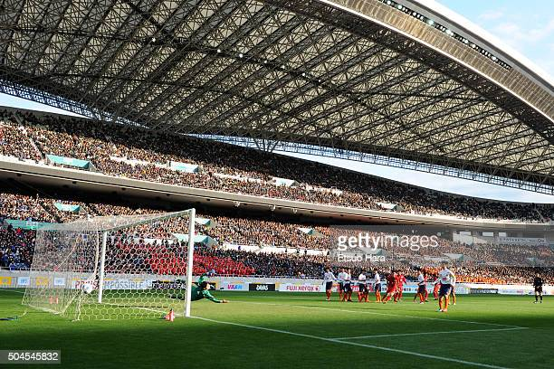 Kento Nakamura of Higashifukuoka scores his team's second goal from a free kick during the 94th All Japan High School Soccer Tournament final match...