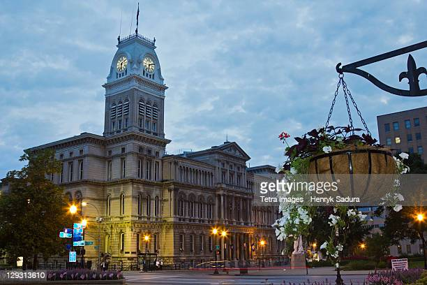 usa, kentucky, louisville, facade of city hall at morning - louisville kentucky stock pictures, royalty-free photos & images