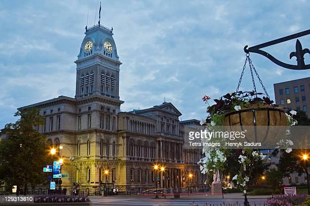 usa, kentucky, louisville, facade of city hall at morning - kentucky stock pictures, royalty-free photos & images