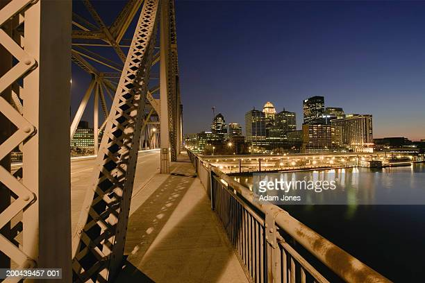 USA, Kentucky, Louisville, Second Street Bridge and cityscape, dusk