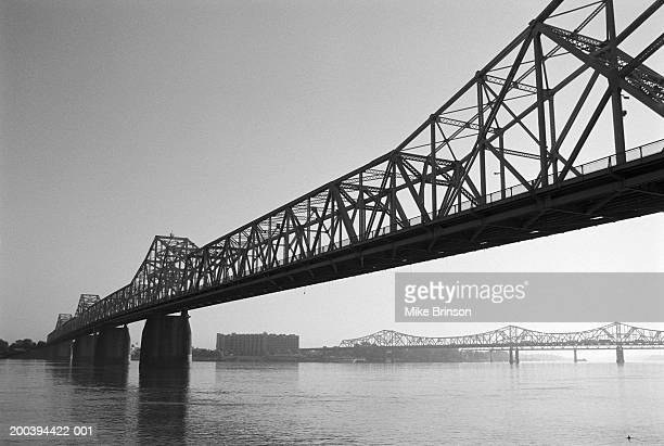 usa, kentucky, louisville, second street bridge over ohio river (b&w) - louisville kentucky stock pictures, royalty-free photos & images