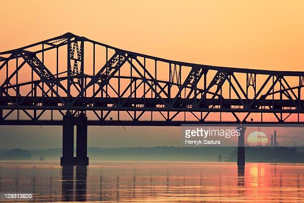 usa, kentucky, louisville, sunrise by ohio river - オハイオ川 ストックフォトと画像