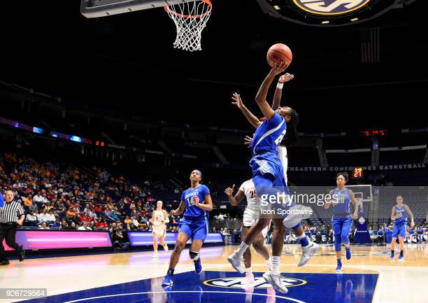 Kentucky Wildcats guard Taylor Murray shoots over Alabama Crimson Tide guard/forward DaiJia Ruffin during the first half between the Alabama Crimson...