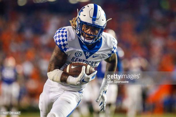 Kentucky Wildcats wide receiver Lynn Bowden catches a pass for a touchdown during the game between the Kentucky Wildcats and the Florida Gators on...