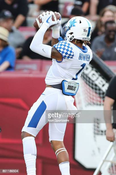 Kentucky Wildcats wide receiver Lynn Bowden Jr makes a catch during the game between the South Carolina Gamecocks and the Kentucky Wildcats on...