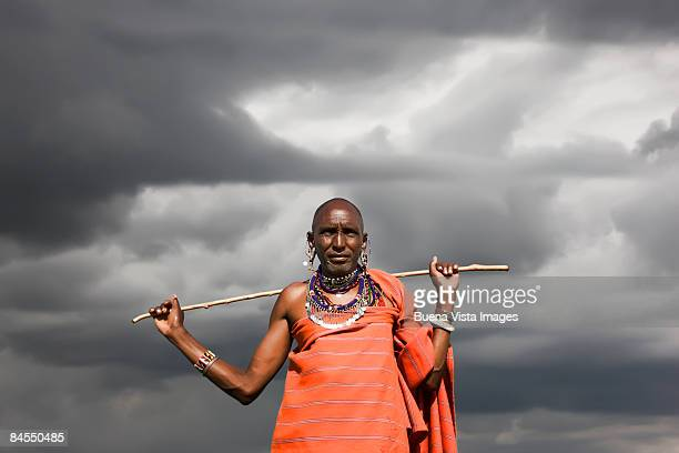 kenya. masai mara. masai warior. - guerrier massai photos et images de collection