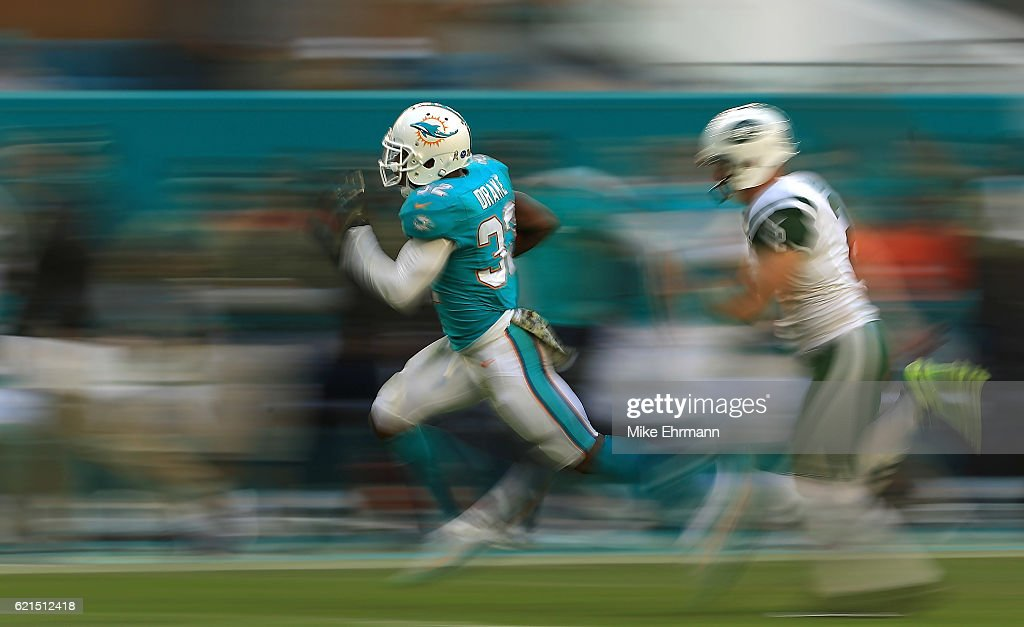 Kenyan Drake #32 of the Miami Dolphins returns a kick for a touchdown during a game against the New York Jets at Hard Rock Stadium on November 6, 2016 in Miami Gardens, Florida.