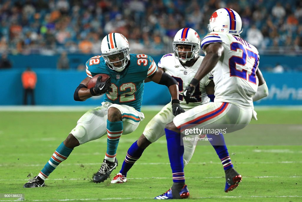 Kenyan Drake #32 of the Miami Dolphins rushes during the fourth quarter against the Buffalo Bills at Hard Rock Stadium on December 31, 2017 in Miami Gardens, Florida.