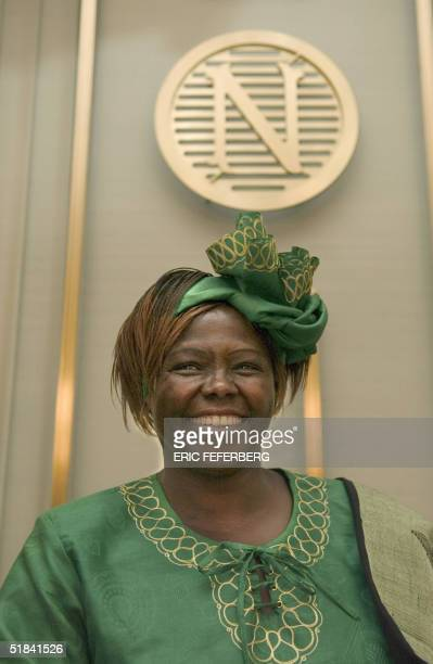 Kenyan ecologist Wangari Maathai poses during a press conference at the Nobel institute in Oslo 09 December 2004 on the eve of receiving the 2004...