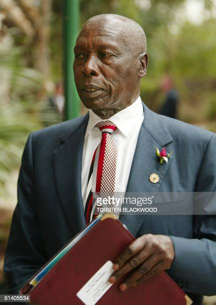 Kenyan President Daniel arap Moi arrives for the leaders' afternoon retreat at the Commonwealth Heads Of Government Meeting in Coolum 04 March 2002...