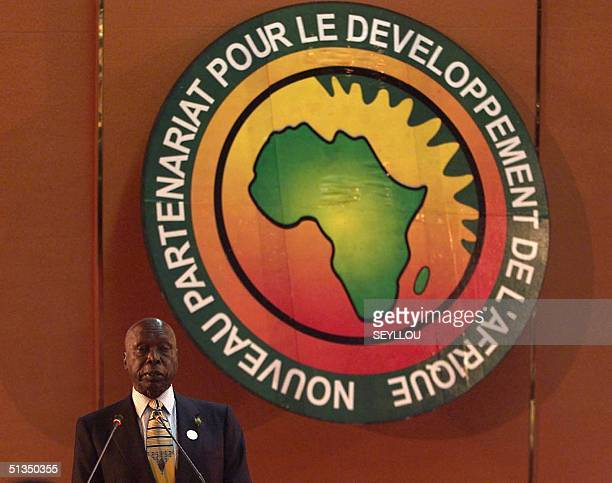 Kenyan President Daniel arap Moi delivers a speech at the opening of the twoday New Partnership for Africa's Development conference in Dakar 15 April...