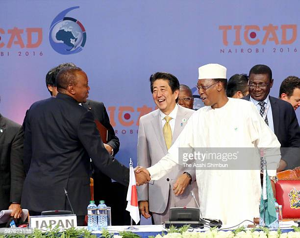 Kenyan President Uhuru Kenyatta Japanese Prime Minister Shinzo Abe and Chad President Idriss Deby talk after the Nairobi Declaration during the Tokyo...