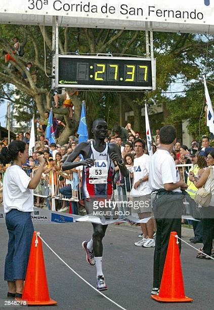 Kenyan runner Robert Cheriuyot crosses the finish line to win with a time of 2737 the 10 km of the 30th San Fernando race for the third time 06...