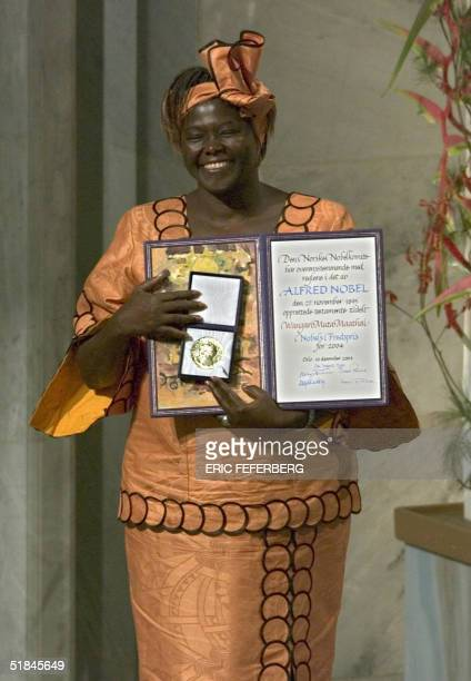Kenyan tree planter and 2004 Nobel peace prize laureate Wangari Maathai shows 10 December 2004 the award she received in Oslo AFP PHOTO / ERIC...
