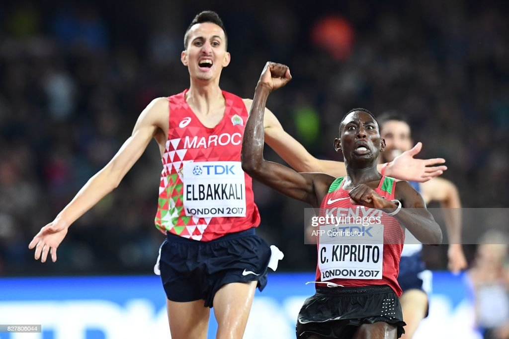 TOPSHOT - Kenya's Conseslus Kipruto (R) celebrates as he beats Morocco's Soufiane Elbakkali to the finish in the final of the men's 3,000m steeplechase athletics event at the 2017 IAAF World Championships at the London Stadium in London on August 8, 2017. / AFP PHOTO / Jewel SAMAD
