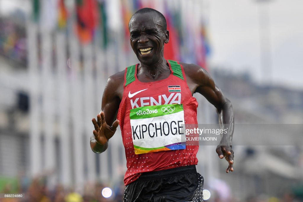 Kenya's Eliud Kipchoge celebrates after winning the Men's Marathon athletics event of the Rio 2016 Olympic Games at the Sambodromo in Rio de Janeiro on August 21, 2016. /