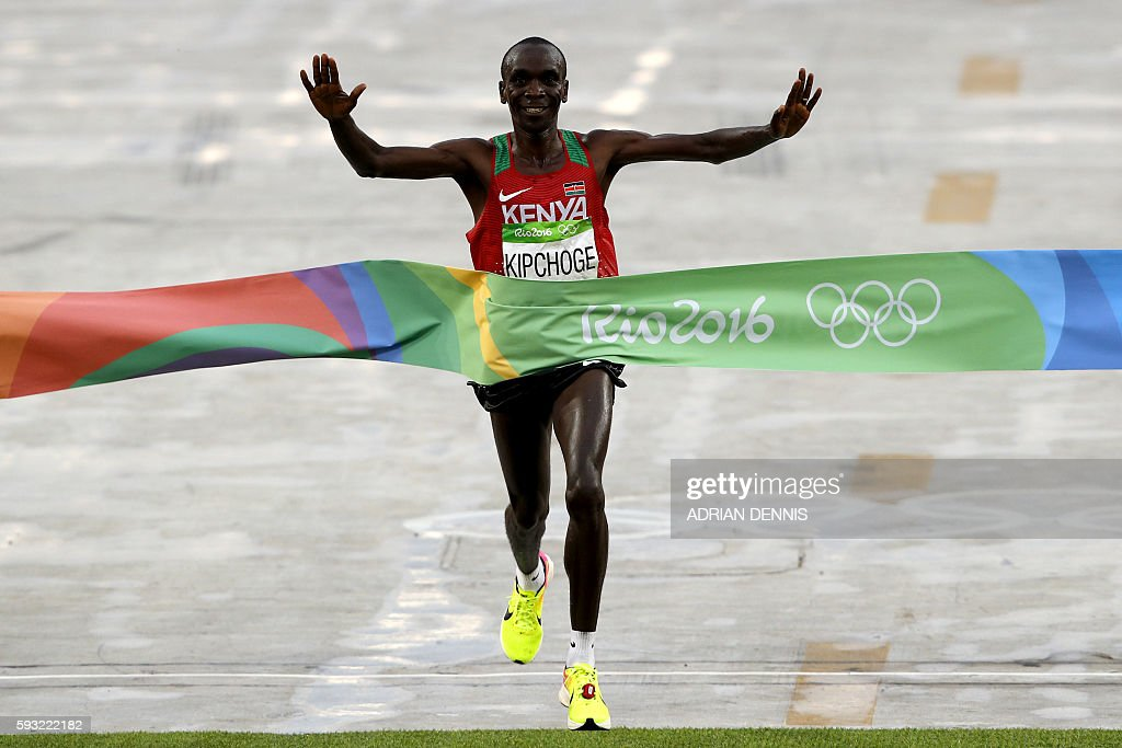 TOPSHOT - Kenya's Eliud Kipchoge crosses the finish line to win the Men's Marathon athletics event of the Rio 2016 Olympic Games at the Sambodromo in Rio de Janeiro on August 21, 2016. / AFP / Adrian DENNIS