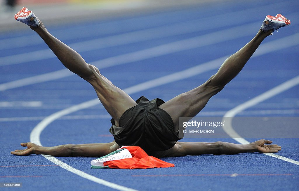 Kenya's Ezekiel Kemboi  celebrates his v : News Photo