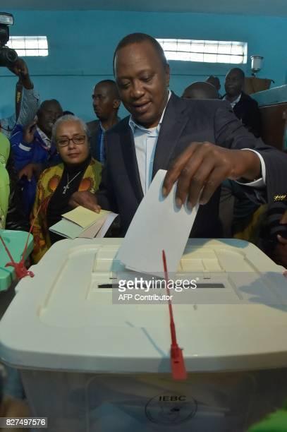 Kenya's incumbent President Uhuru Kenyatta casts his vote at the polling station during the August 8 2017 presidential election in Gatundu Kiambu...