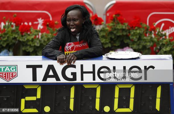 Kenya's Mary Keitany poses by her official time after winning the women's elite race at the London marathon on April 23 2017 in London / AFP PHOTO /...