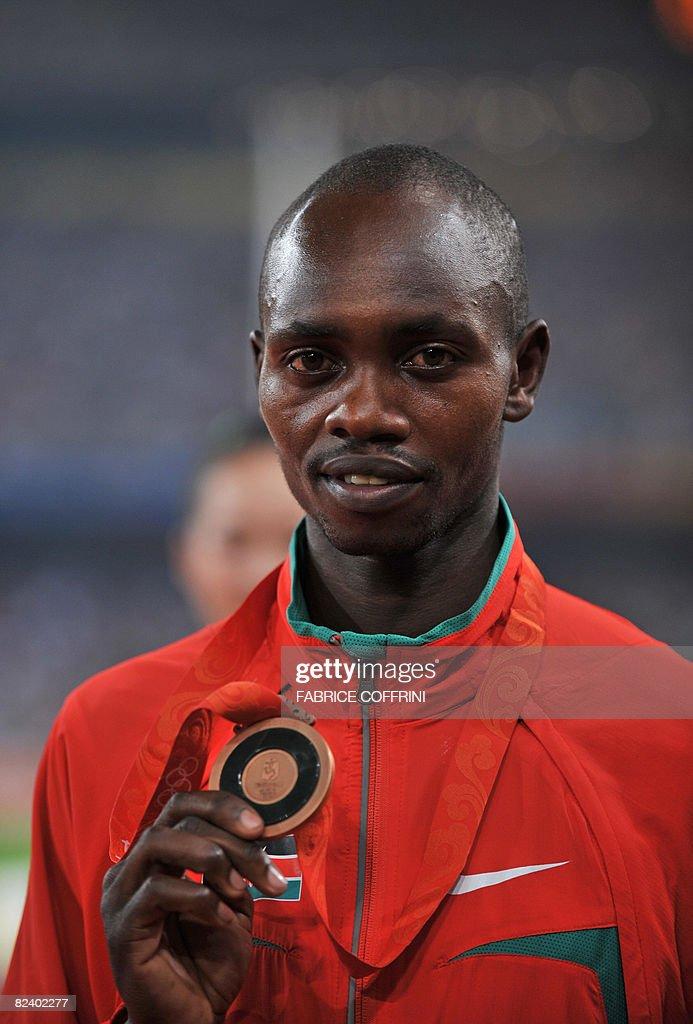 Kenya's Micah Kogo poses with his bronze : News Photo