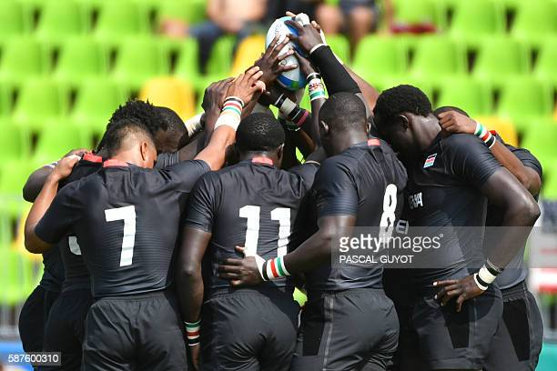TOPSHOT Kenya's players gather in a huddle before the mens rugby sevens match between Britain and Kenya during the Rio 2016 Olympic Games at Deodoro...