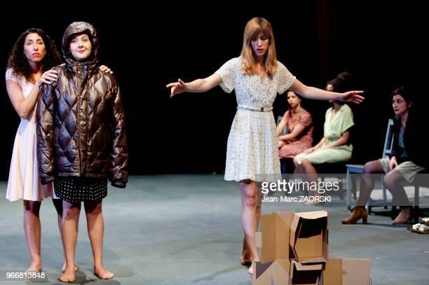 Kenza Lagnaoui Salomé Dienis Meulien et Léa Tissier dans « Claire Anton et eux » une pièce de théâtre écrite et interprétée par les élèves du...