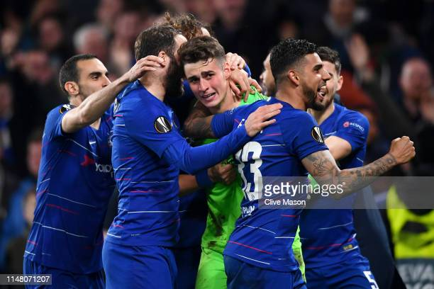 Kepa Arrizabalaga of Chelsea celebrates victory in the penalty shoot out with team mates during the UEFA Europa League Semi Final Second Leg match...
