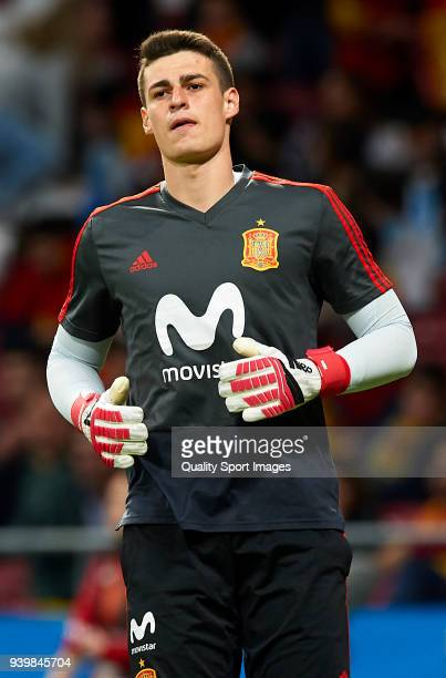 Kepa Arrizabalaga of Spain warms up during the international friendly match between Spain and Argentina at Wanda Metropolitano stadium on March 27...