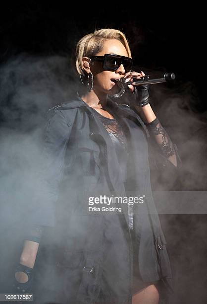 Keri Hilson performs at the 2010 Essence Music Festival at the Louisiana Superdome on July 3, 2010 in New Orleans, Louisiana.
