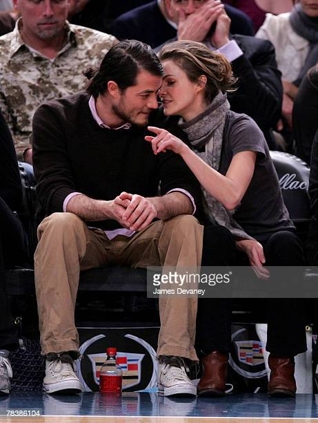 Keri Russell and Shane Dreary attend Dallas Mavericks vs New York Knicks game at Madison Square Garden on December 10 2007 in New York City New York