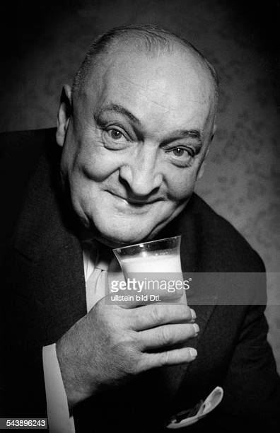 Kermbach Otto Musician conductor Germany*29031882also known as OttoOtto Founder and head of the Otto Kermbach Orchestra Portrait holding a glass of...