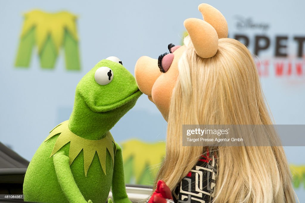 Kermit and Miss Piggy attend the 'Muppets most wanted' Photocall at Sony Centre on March 28, 2014 in Berlin, Germany.