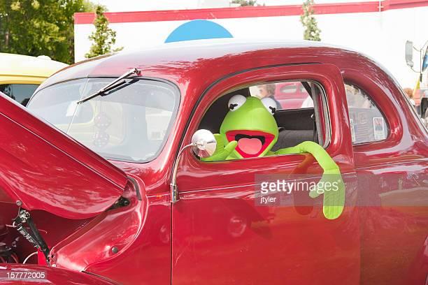 Kermit D. Rã em Volkswagon Besouro vermelho