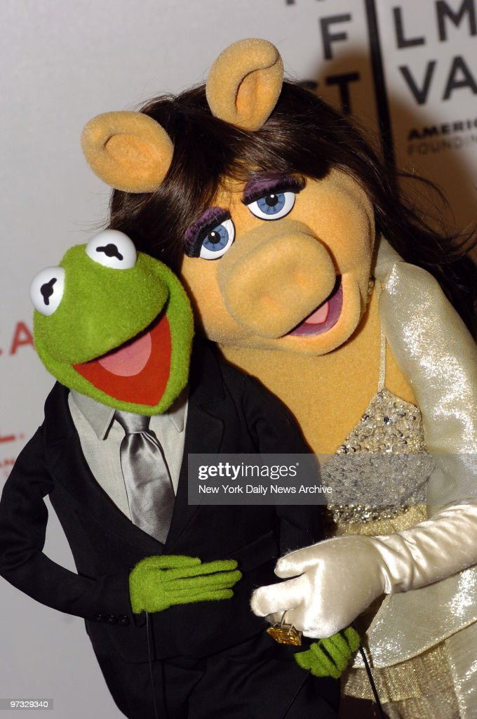 Kermit The Frog and Miss Piggy attend the premiere of 'The Muppets' Wizard of Oz' at the Tribeca Family Festival.