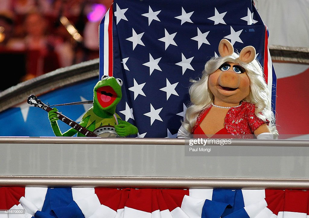 Kermit the Frog and Miss Piggy perform at PBS's 2014 A CAPITOL FOURTH rehearsals at U.S. Capitol, West Lawn on July 3, 2014 in Washington, DC.