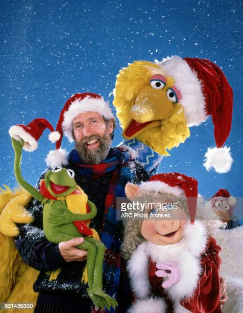 CHRISTMAS DECEMBER 16 Kermit the Frog Jim Henson Big Bird Miss Piggy and Scooter in 'A Muppet Family Christmas' airing December 161987