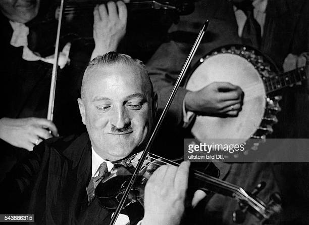 Kernbach Otto Musician Kapellmeister Germany*2931882 is playing violin in a concert Photographer Ullmann Published by 'Sieben Tage' 03/1937Vintage...