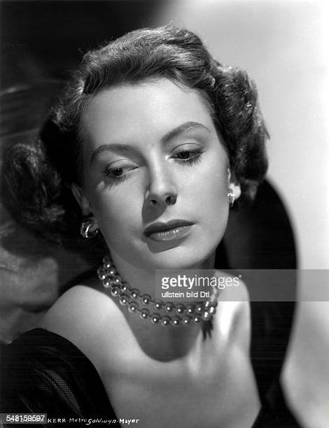 Kerr Deborah * Schauspielerin GB Portrait mit Perlenkette 1955