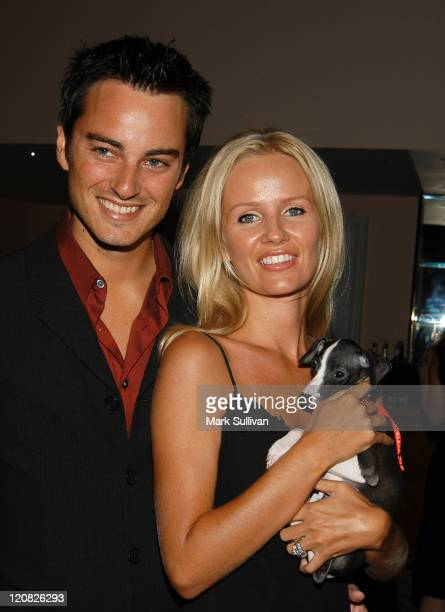 Kerr Smith and Harmony Smith with champion greyhound to be auctioned