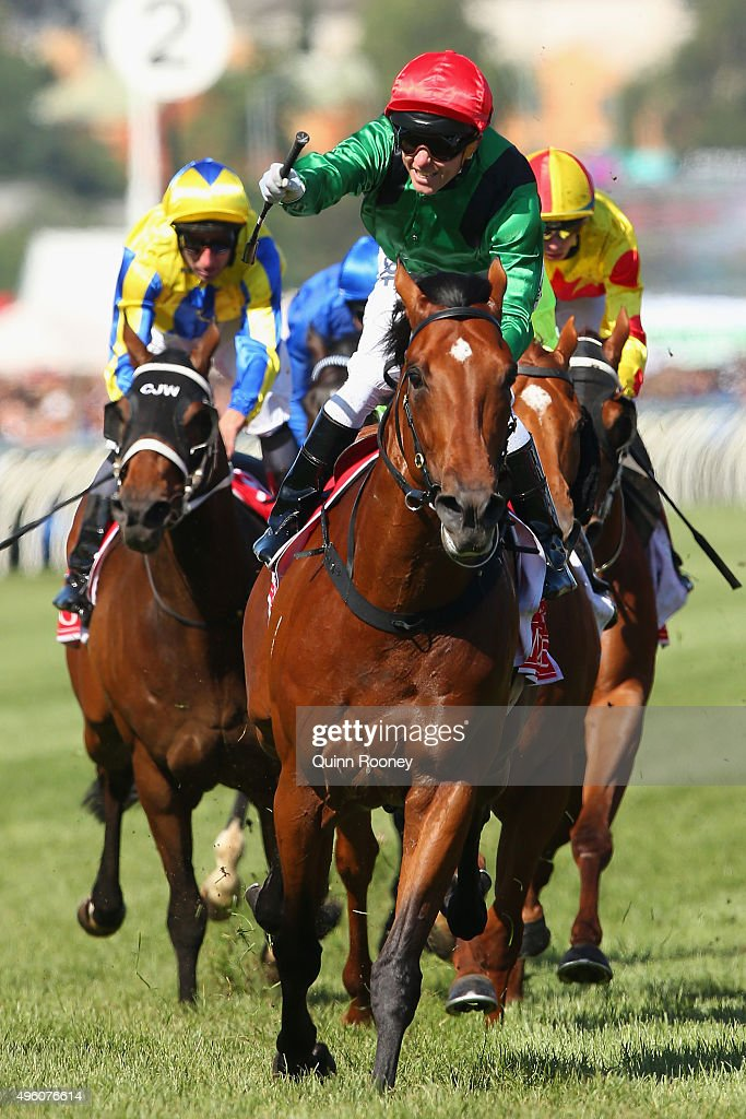 Stakes Day : News Photo