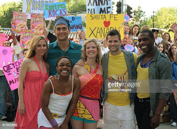 Kerry Butler Cheyenne Jackson Kenita Miller Patti Murin Kyle Dean Massey and Andre Ward from the Broadway cast of Xanadu perform on CBS' The Early...