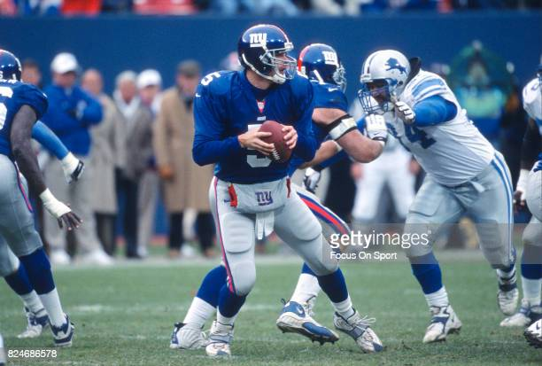 Kerry Collins of the New York Giants drops back to pass against the Detroit Lions during an NFL game November 19 2000 at Giant Stadium in East...