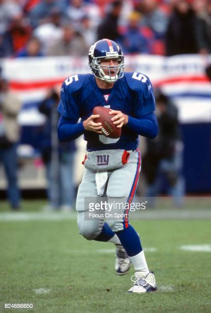 Kerry Collins of the New York Giants drops back to pass against the Minnesota Vikings during the NFC Conference Playoff game January 14 2001 at Giant...