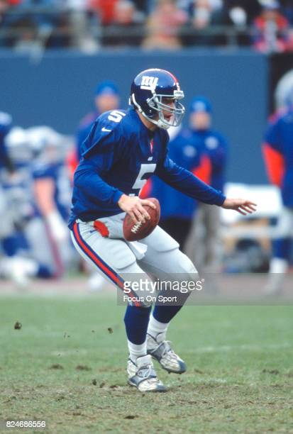 Kerry Collins of the New York Giants in action against the Detroit Lions during an NFL game November 19 2000 at Giant Stadium in East Rutherford New...