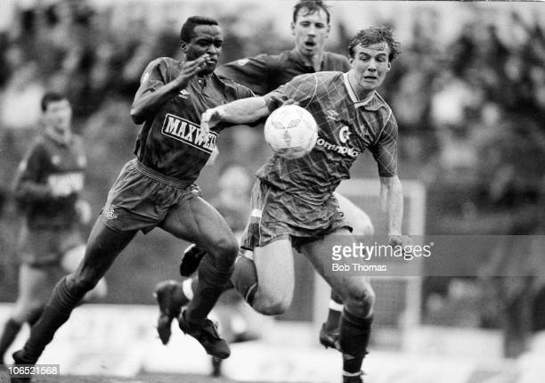 Kerry Dixon of Chelsea clashes with Earl Barrett of Oldham Athletic during a Division Two football match held at Stamford Bridge London on 25th...