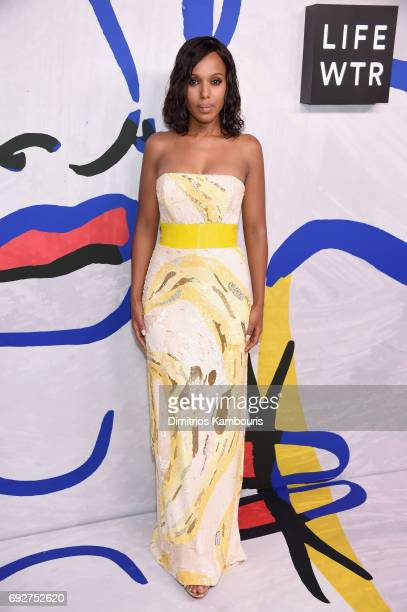 Kerry Washington poses on the Winners Walk during 2017 CFDA Fashion Awards at Hammerstein Ballroom on June 5 2017 in New York City