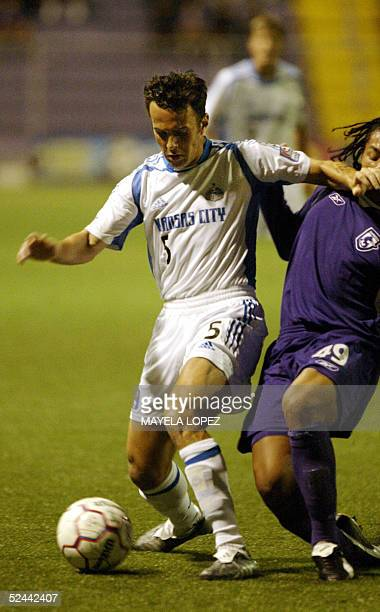 Kerry Zavagnin from Kansas City Wizards fights for the ball with Erick Corrales from Costa Rican Deportivo Saprissa 17 March 2005 at the Ricardo...