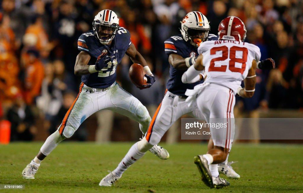 Alabama v Auburn : News Photo