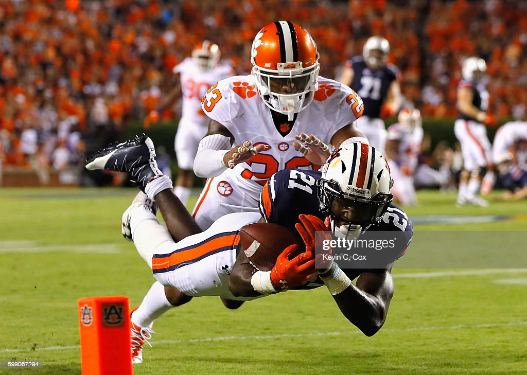 Kerryon Johnson #21 of the Auburn Tigers is unable to make the catch against Van Smith #23 of the Clemson Tigers during the second half at Jordan Hare Stadium on September 3, 2016 in Auburn, Alabama.